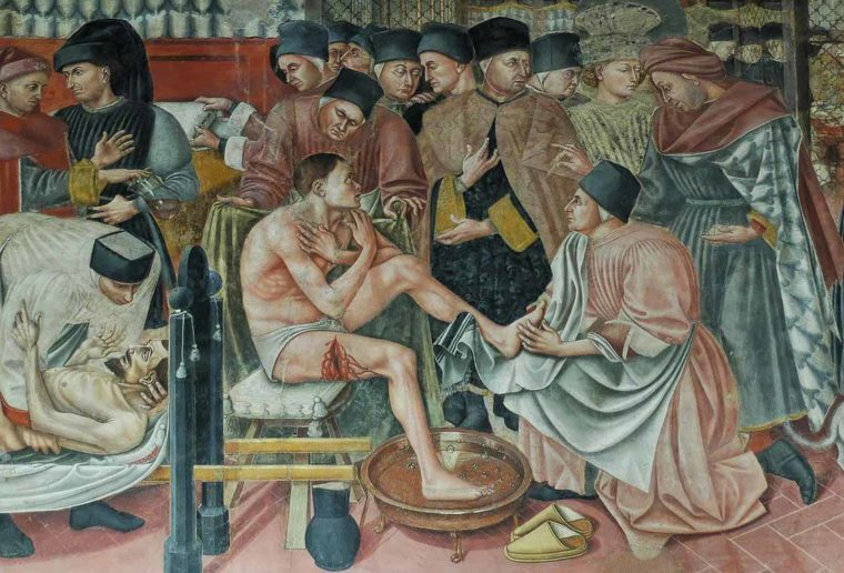 Healing the sick, fresco by Domenico di Bartolo. Sala del Pellegrinaio (hall of the pilgrim), Hospital Santa Maria della Scala, Siena. Public Domain, via Wikimedia